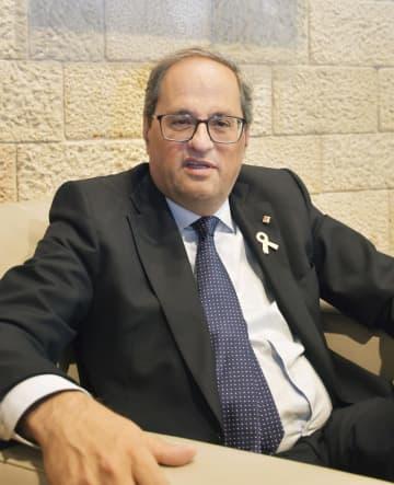インタビューに応じるスペイン・カタルーニャ自治州のトラ首相=18日、バルセロナ(共同)