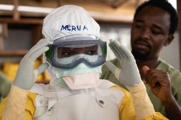エボラ対応の準備をするMSFのスタッフ(2018年、コンゴ民主共和国で撮影)© Gabriele François Casini/MSF