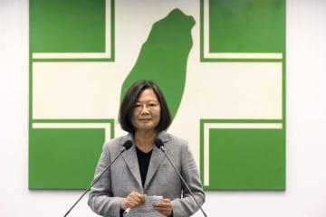 台湾の民進党公認候補に決まり、あいさつする蔡英文総統=19日、台北市(民進党提供・共同)