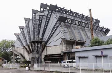 解体を前に最後の見学会が行われた旧都城市民会館=23日、宮崎県都城市