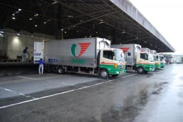 岡山県貨物運送南港支店の構内。交通規制を考慮し集荷業務を休止した=27日、大阪市住之江区