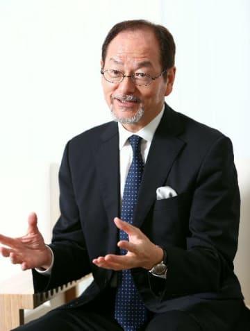県立美術館の特別顧問に就任した井上洋一氏=28日、大分市寿町の県立美術館