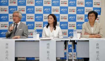 参院選討論会で主張する京都選挙区の立候補予定者たち(2日午後7時25分、京都市下京区・京都経済センター)