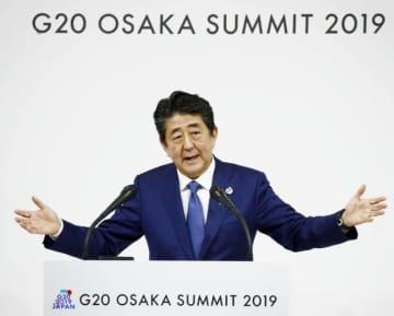 大阪サミット閉幕を受けて、記者会見する安倍首相=29日午後、大阪市