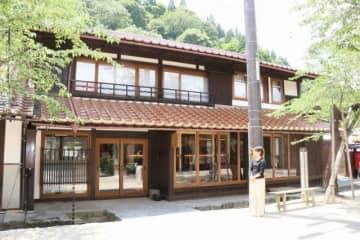 古民家を改修した新庄村営の宿泊施設「新庄宿 須貝邸」