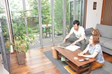 改修を終えた自宅で、元の生活を取り戻しつつある吉實さん夫妻