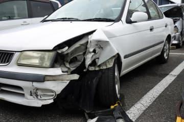 飲酒運転による事故が日中に頻発している=市原署で保管中の事故車両