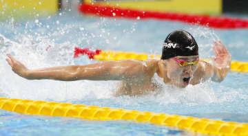 競泳男子400メートル個人メドレー 優勝した井狩裕貴のバタフライ=ナポリ(共同)