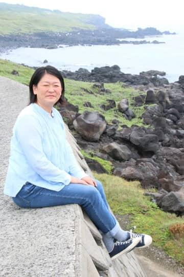 地域おこし協力隊員を引退後、五島に定住し活動を続ける宮本さん=五島市三井楽町