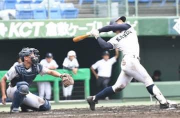 【関西―天城】関西6回裏1死三塁、岩本の右越え二塁打で6―1とする。捕手三宅亮=倉敷マスカット