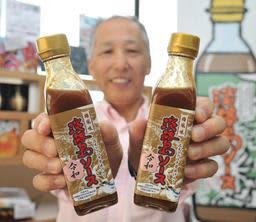 新商品「淡路島ソース 梅風味 令和」をPRする浜田昌宏社長=浜田屋本店