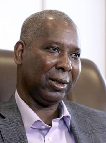 インタビューに答える、国連総会次期議長のナイジェリアのムハンマドバンデ国連大使
