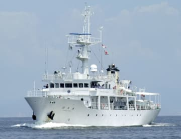 神戸大の調査で使用する練習船「深江丸」(神戸大提供)