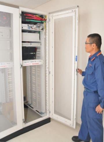 2階の一角に移した通信指令設備。西日本豪雨で水没を免れた床上1メートル以上の位置に設けた