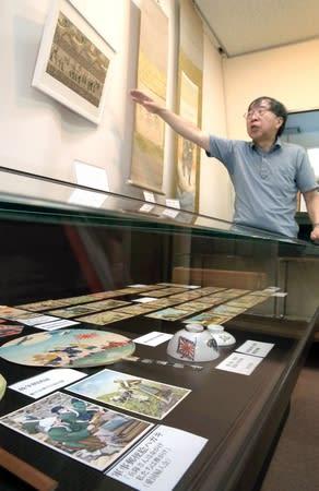 戦争に関わる品を展示する「戦争を考える2019」展=新潟市中央区の新潟大旭町学術資料展示館
