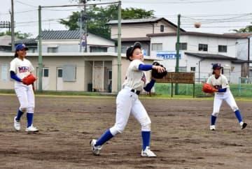 女子硬式野球全国へ あす初戦、活躍誓う