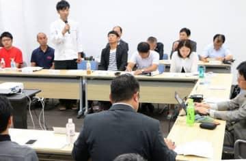 たなべ未来創造塾の開講式で目標を語る4期生(和歌山県田辺市東陽で)
