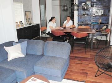 和室だった居室を広々とした洋室にリノベーションした東向陽台の再築の家