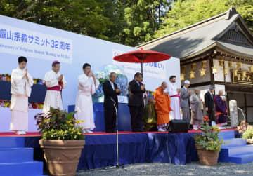 大津市の比叡山延暦寺で開かれた「世界平和祈りの集い」=4日