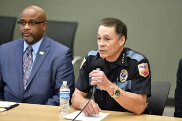 米南部テキサス州エルパソの銃乱射事件で記者会見する警察幹部=4日(UPI=共同)