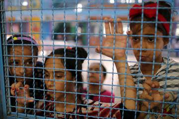 UNRWAのサマーキャンプに参加したパレスチナ人の少女たち=7月、パレスチナ自治区ガザ(ロイター=共同)