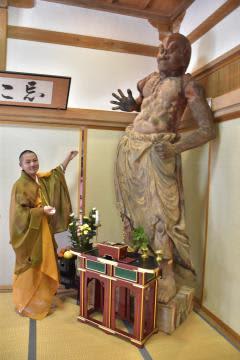 修復が完了した金剛力士像の吽形像=桜川市真壁町椎尾の薬王院