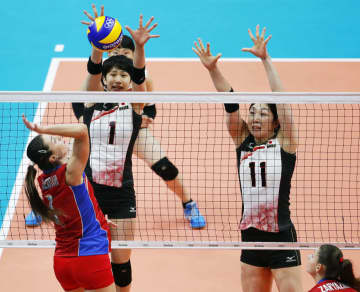 リオデジャネイロ五輪・バレー女子1次リーグで日本と対戦したロシア代表の選手(共同)=2016年8月12日