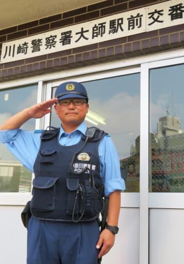 「あきらめずに頑張ってきてよかった。神奈川の治安確保で恩返ししたい」と決意を新たにする児矢野巡査=川崎署大師駅前交番