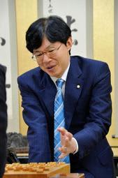 通算1324勝目を挙げ、歴代3位に並んだ谷川浩司九段=17日午後、関西将棋会館
