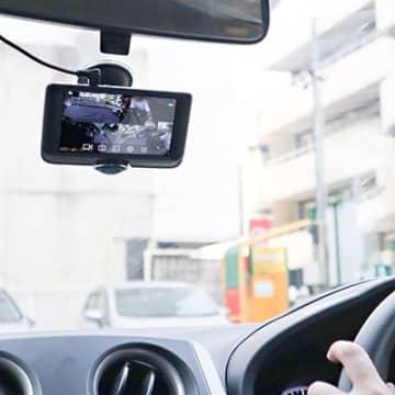 あおり運転・暴行事件後に注目を集める車内撮影可能なドラレコ(画像はサンコー「5インチ360度ドライブレコーダー&リアカメラ」)