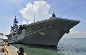 海上自衛隊の護衛艦「いずも」=5月、シンガポール(共同)