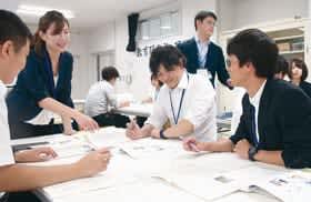指導計画案づくりの演習に取り組む若手教諭たち