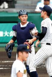 U18高校日本代表に選出された明石商の捕手・水上=20日、甲子園球場