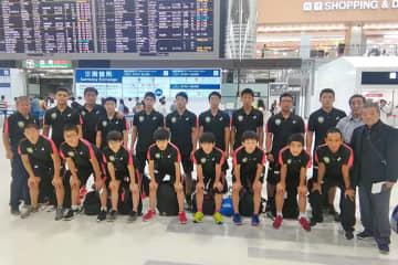 <レスリング>中学選抜チームが韓国遠征に出発