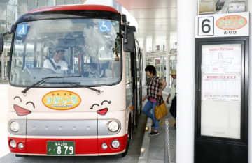 コミュニティーバス「すまいる」の運賃は110円への値上げが申請されたが、結局100円に据え置かれることになった=福井県福井市中央1丁目