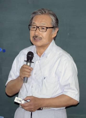 水銀規制の課題について講演する熊本学園大の中地重晴教授=28日午後、熊本県水俣市