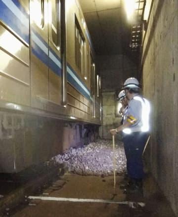 オーバーランし、壁に衝突した横浜市営地下鉄ブルーラインの回送電車=29日午前、横浜市泉区(同市提供)