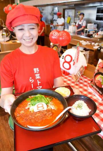 越のルビーを使った限定の「野菜トマトらーめん」=8月29日、福井県福井市大宮6丁目の8番らーめん堀の宮店