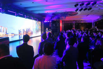 オシドリインターナショナルが開いた長崎IRのPRイベント。多くの関係者が集まり熱気に包まれた=福岡市中央区