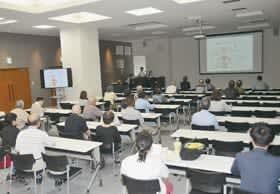 市民らが合併症を防ぐ大切さや薬物療法の現状などを学んだ糖尿病教室