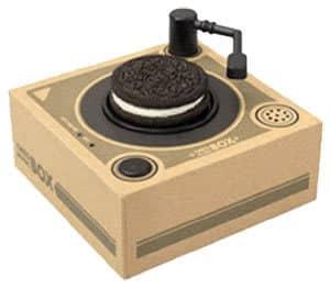 オレオの形によって流れる音楽が変わるミュージックプレーヤー「オレオ ミュージックボックス」