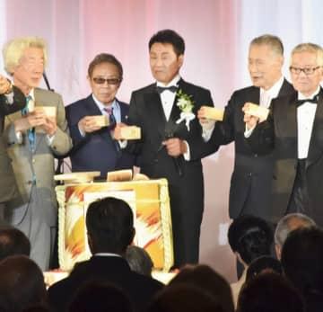 五木ひろしさんの歌手生活55周年を記念した「感謝の響宴」=9月5日、東京都港区のホテル