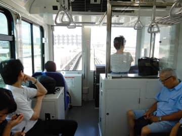 自動運転が再開された横浜シーサイドラインの車内