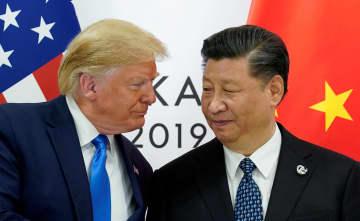G20大阪サミットで会談するトランプ米大統領(左)と中国の習近平国家主席=6月29日(ロイター=共同)