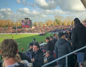 オールブラックスの試合を迎えたハミルトン市のワイカトスタジアム。大勢のファンが観戦を楽しんだ=7日、ニュージーランド