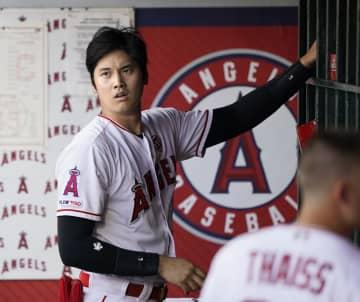 11日のインディアンス戦に出場した米大リーグ、エンゼルスの大谷翔平選手。左膝の手術を受けることになり、今季中の復帰は絶望となった=アナハイム(共同)