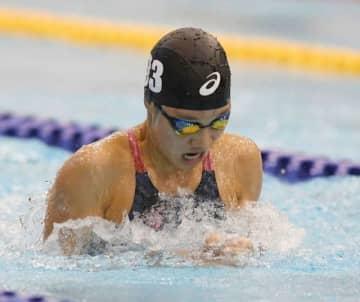競泳少年女子B100メートル平泳ぎで6位入賞した寺坂千英=山新スイミングアリーナ