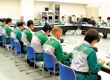小鹿野町の養豚場で県内2例目の豚コレラ感染が確認され、緊急対策本部会議に臨む県幹部ら=17日午前、さいたま市浦和区