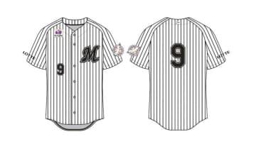 当日はベンチ入りの全選手と監督、コーチが福浦の背番号「9」のユニホームを着用する