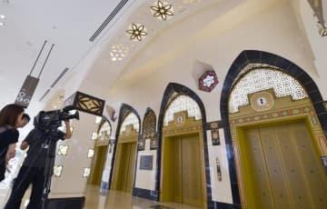 報道陣に公開された、大丸心斎橋店本館のエレベーターホール=18日午前、大阪市